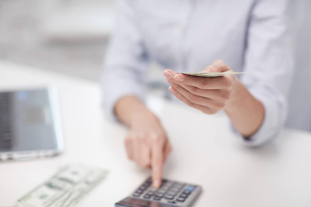 Resultado de imagem para Oito em cada 10 dos que se planejam para aposentadoria abrem mão de gastos diários